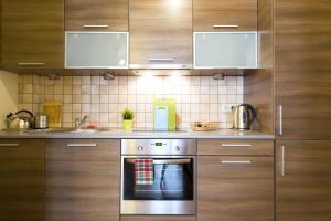 Virtuvė arba virtuvėlė apgyvendinimo įstaigoje Berry Apartments