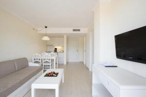 A seating area at Canyamel Sun Aparthotel