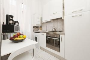 A kitchen or kitchenette at Foscolo al 24