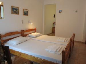 Un pat sau paturi într-o cameră la Panagiotis Apostoloudias Rooms