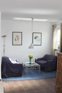 Ein Sitzbereich in der Unterkunft Ruhige Ferienwohnungen mit Teichblick