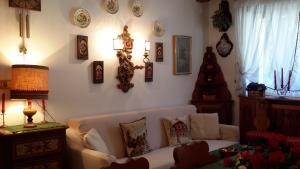 A seating area at Ca' dello Scoiattolo