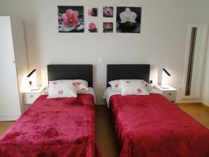 A bed or beds in a room at Apartments Zizic