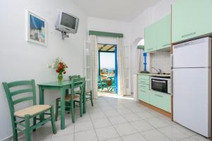 A kitchen or kitchenette at Victoria Studios & Apartments
