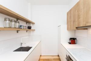 A kitchen or kitchenette at Apartment XYZ Brussels