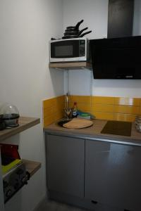 A kitchen or kitchenette at Lincoln Self Catering