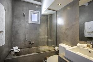A bathroom at Lindian Pearl