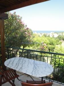 Un balcon sau o terasă la Aiolis Rooms