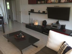 A television and/or entertainment center at Appartement T2 Standing