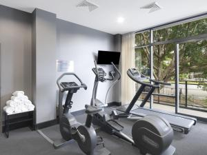 The fitness center and/or fitness facilities at Adina Apartment Hotel Sydney Airport