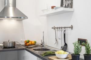 A kitchen or kitchenette at AinB Born-Dames Apartments