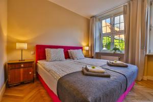 Łóżko lub łóżka w pokoju w obiekcie Apartment Bursztynowy Old Town