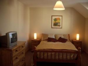 Llit o llits en una habitació de Sneem Holiday Village