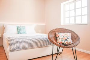 A bed or beds in a room at DOURO Apartments - S. Miguel