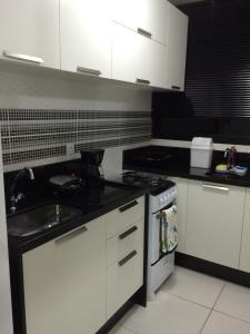 A kitchen or kitchenette at Classic Golden Point - Boa Viagem