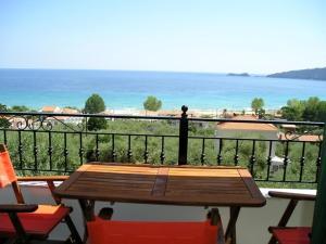 A balcony or terrace at Golden Beach Inn