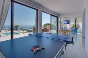 Table tennis facilities at Villas Anemomilos or nearby