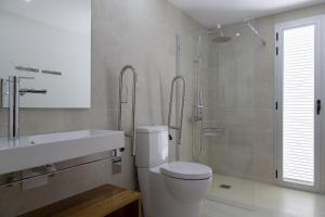 A bathroom at Apartaments Proa Es Pujols ( Only Adults )