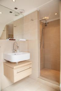 A bathroom at My-Canning Street Apartments
