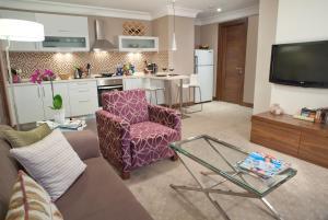 A kitchen or kitchenette at Apart Hotel Best