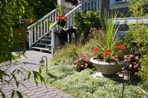 A garden outside Kitsilano Home 2 Home