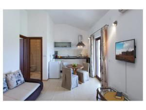 A kitchen or kitchenette at Apartments Moderno 2