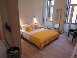 Uma cama ou camas num quarto em Kerameion