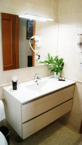 A bathroom at Sweet Roman Holiday