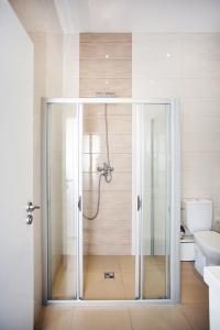 A bathroom at Celebration Flat by Ruterra