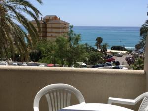A balcony or terrace at Benal Beach