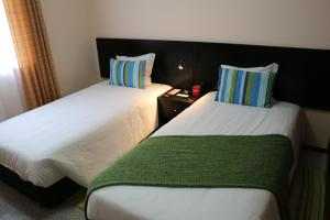 Uma cama ou camas num quarto em Apartamentos São João