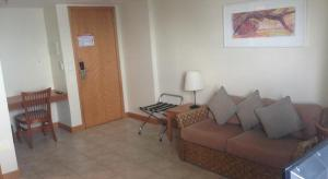 A seating area at Flat Tropical Business Condo