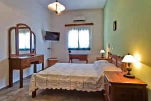 A bed or beds in a room at Villa Ntora