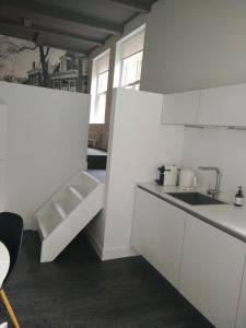 A kitchen or kitchenette at Apartment Eewal 68