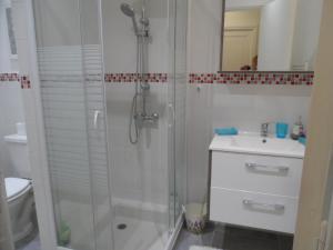 A bathroom at Erminy House
