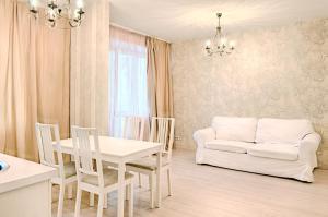 A seating area at Moscow Karina Apartments Savelovskaya