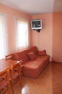 A seating area at Apartments Villa Pirosi
