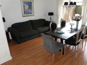 A seating area at Apartment Seastar Zandvoort