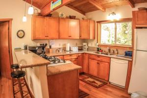 A kitchen or kitchenette at Aolani Hale by Hawaii Volcano Vacations