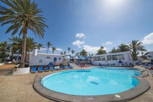 The swimming pool at or near Apartamentos Jable Bermudas