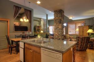 A kitchen or kitchenette at Treetops Ski Luxury Townhouse