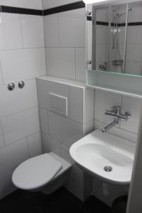 A bathroom at Seefeld Appartement