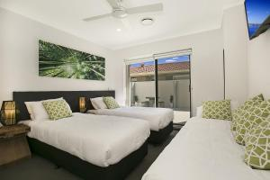 A bed or beds in a room at Capri Waters Holiday Home