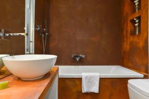 A bathroom at Eve Luxury Apartments Pantheon