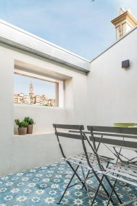 A balcony or terrace at Mouzinho 160 by Oporto Tourist Apartments