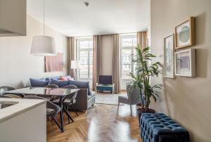 Uma área de estar em Mouzinho 160 by Oporto Tourist Apartments