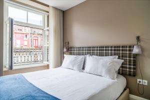 A bed or beds in a room at Mouzinho 160 by Oporto Tourist Apartments