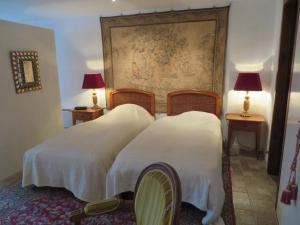 Ein Bett oder Betten in einem Zimmer der Unterkunft Les Rues Basses