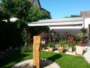 Ein Garten an der Unterkunft Ferienwohnung Knoll-Neyer