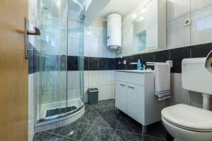 A bathroom at Apartments Villa Bosotina